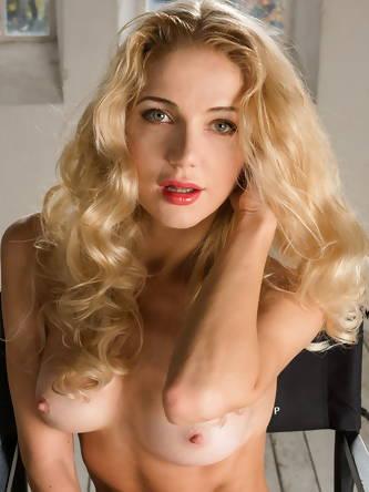 Skinny blonde Mila N slips off her coat for...